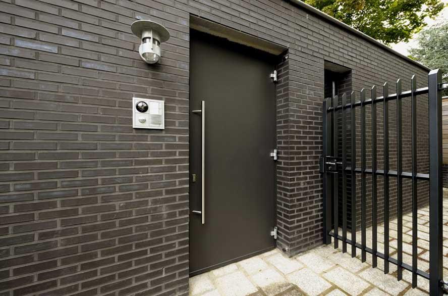 Nieuwbouw, aluminium voordeur kozijnen lichtstraat zonwering, Roermond (1)