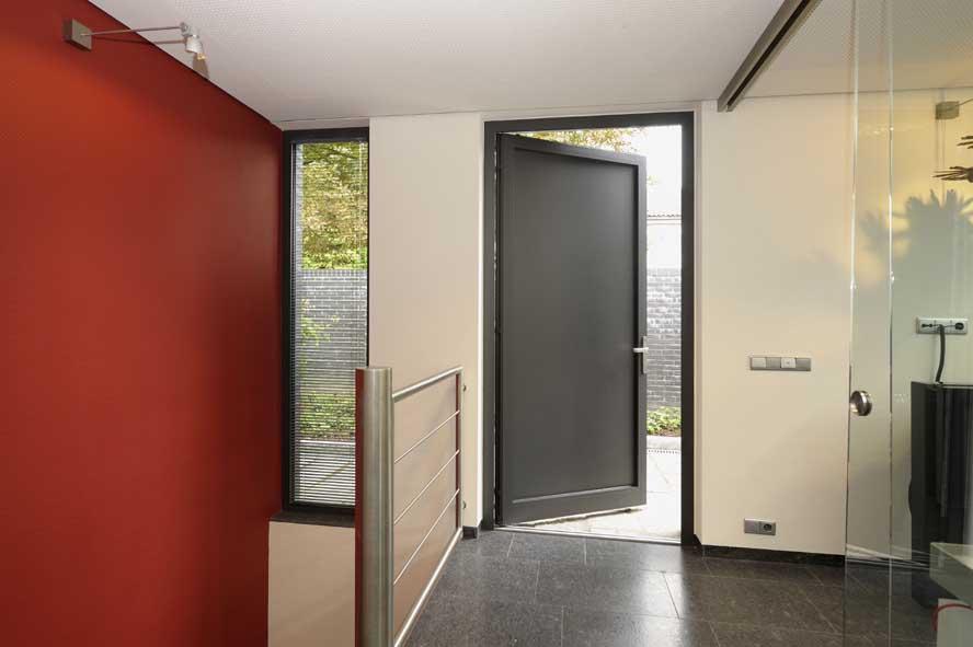 Nieuwbouw, aluminium voordeur kozijnen lichtstraat zonwering, Roermond (6)
