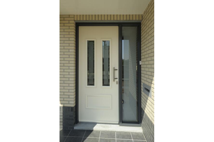 Nieuwbouw,-kunststof-voordeur-kozijnen-hefschuifpui-rolluiken,-Heel-(5)