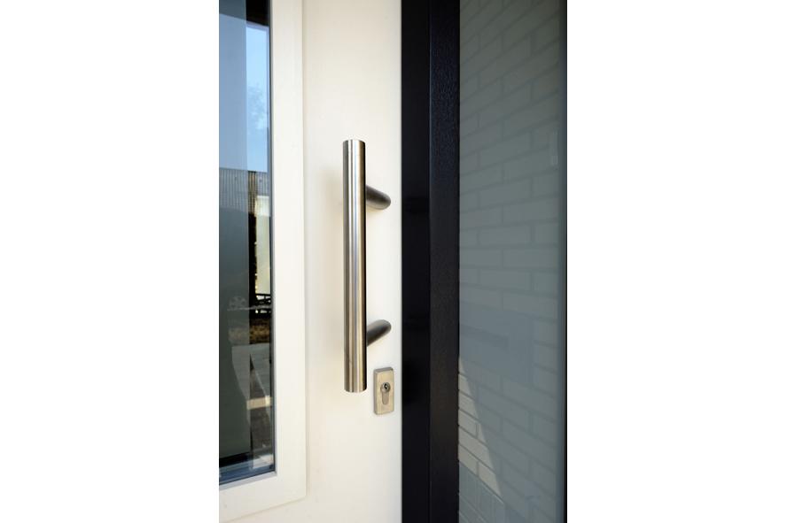 Nieuwbouw,-kunststof-voordeur-kozijnen-hefschuifpui-rolluiken,-Heel-(6)