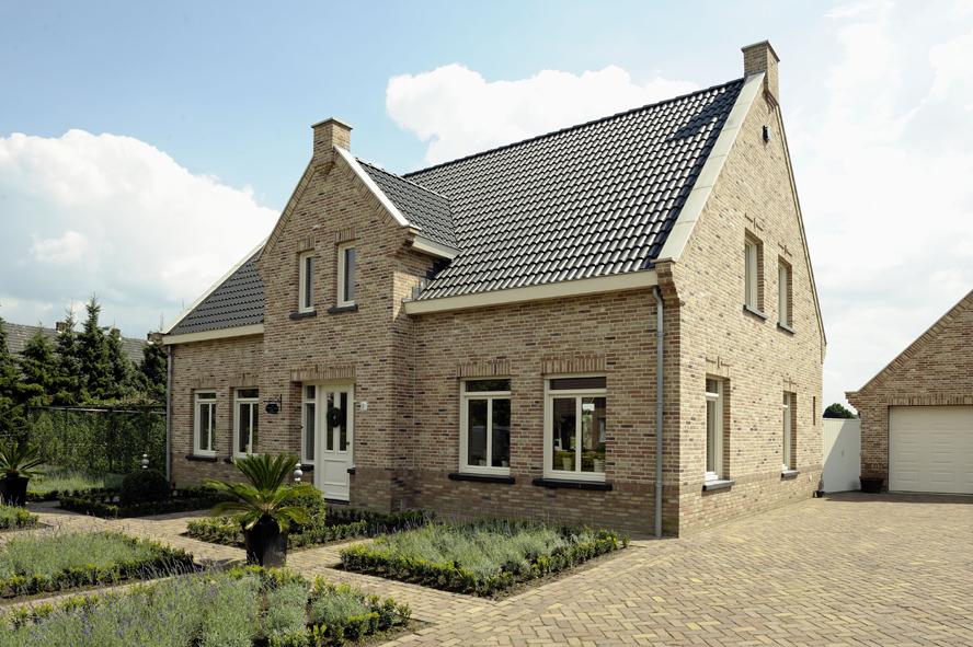 Nieuwbouw, openslaande tuindeuren en kunststof kozijnen in Egchel (2)