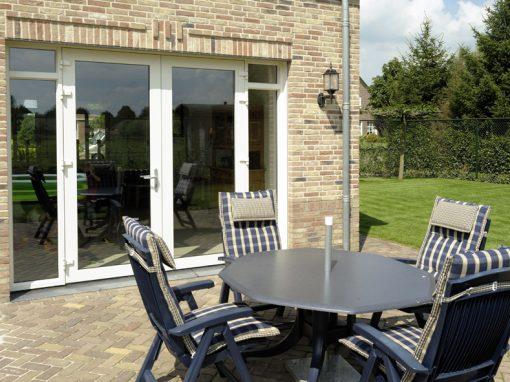 Nieuwbouw, openslaande tuindeuren en kunststof kozijnen in Egchel