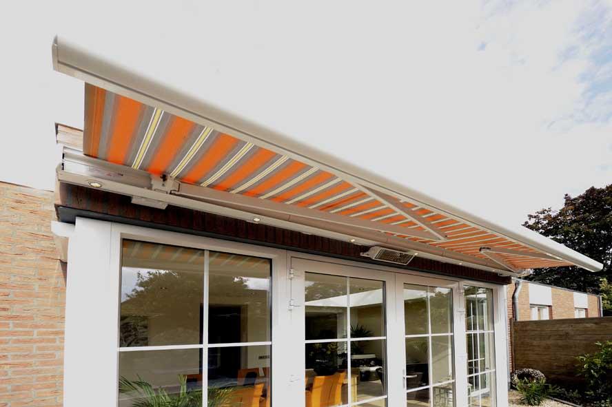 Renovatie, aluminium lichtstraat openslaande tuindeuren zonwering, Stevensweert (2)