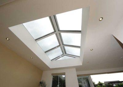 Renovatie, aluminium lichtstraat, openslaande tuindeuren en zonwering in Stevensweert