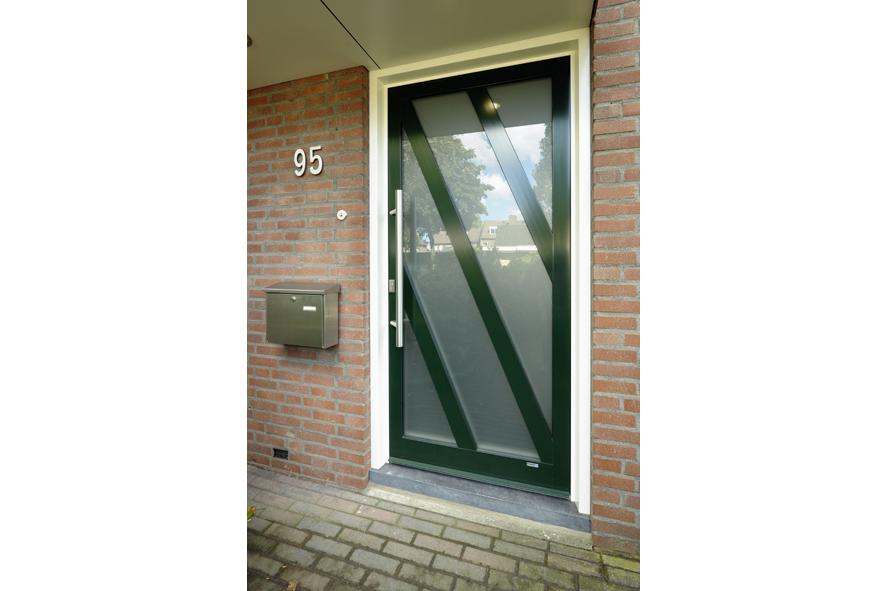 Renovatie,-aluminium-vouwwand-lichtstraat-kozijnen-voordeur,-Panningen-(10)