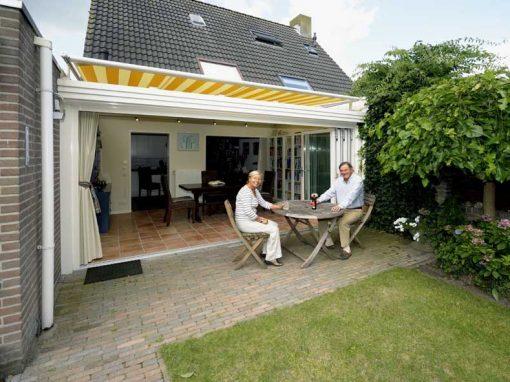 Renovatie, aluminium vouwwand en serrezonwering in Waalwijk