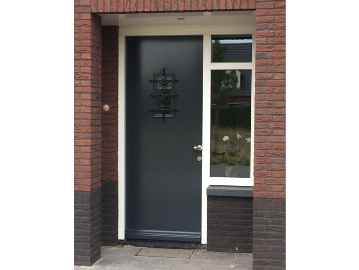 Nieuwbouw,-kunststof-voordeur-in-Meijel-1