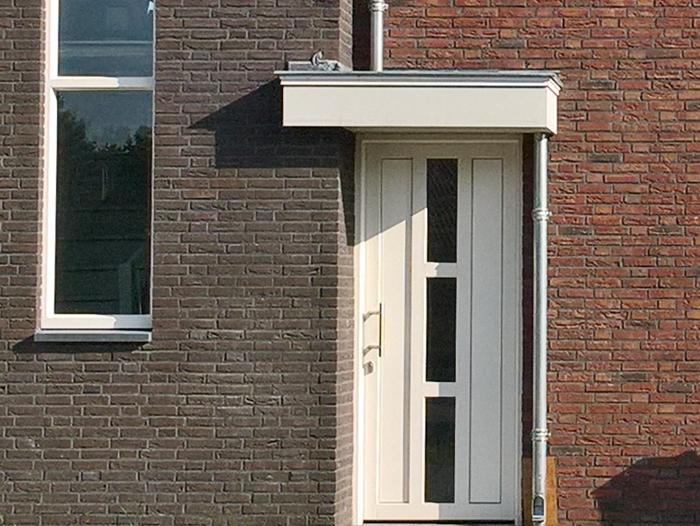 Nieuwbouw,-kunststof-voordeur-in-Meijel