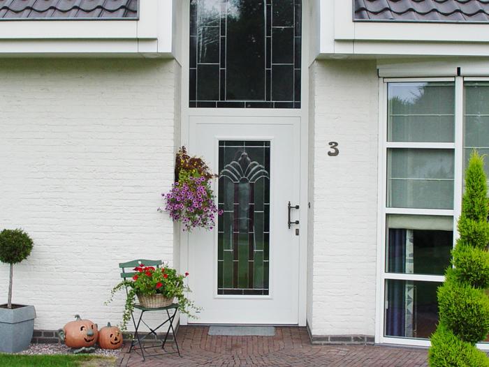 Renovatie,-aluminium-voordeur-in-Meijel