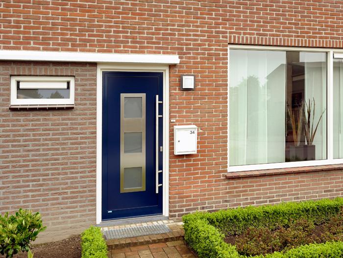 Renovatie,-aluminium-voordeur-in-Nederweert