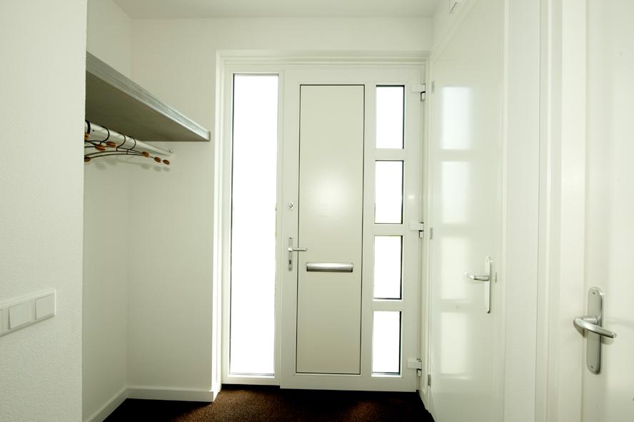 Nieuwbouw, kunststof kozijnen, kunststof voordeur, aluminium serre, zonwering, rolluiken in Vlijmen (2)
