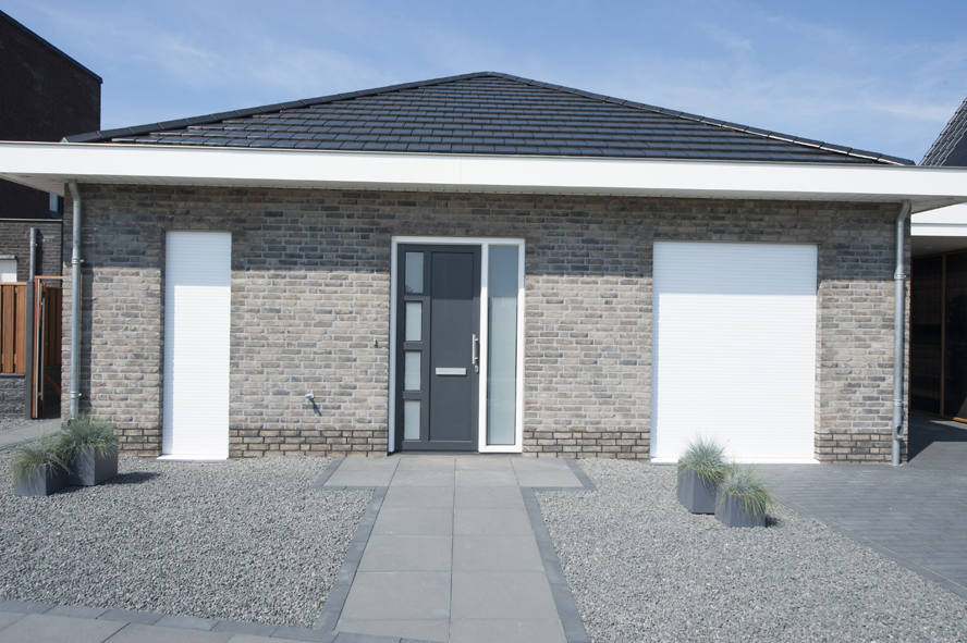 Nieuwbouw, kunststof kozijnen, kunststof voordeur, aluminium serre, zonwering, rolluiken in Vlijmen (7)