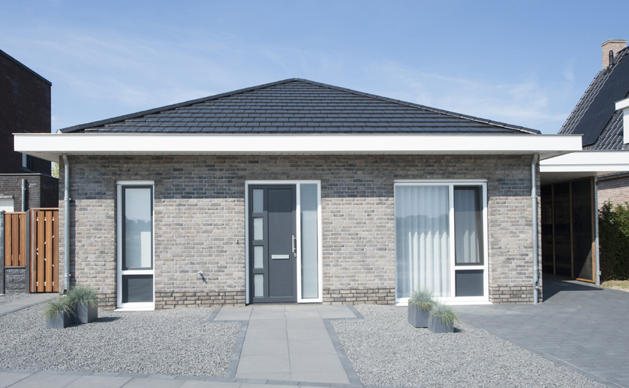 Nieuwbouw, kunststof kozijnen, kunststof voordeur, aluminium serre, zonwering, rolluiken in Vlijmen (8)