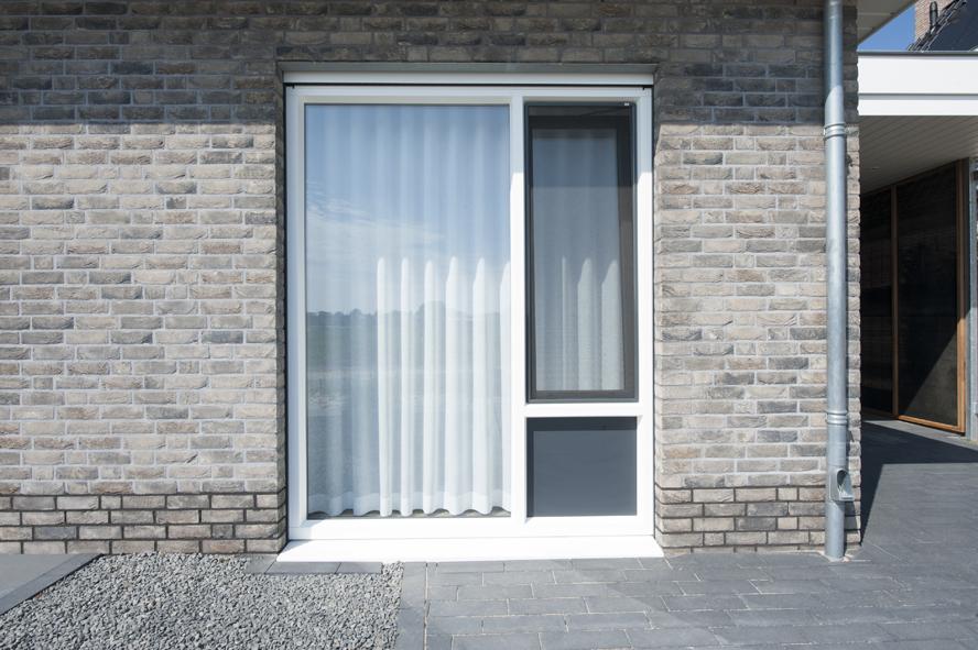 Nieuwbouw, kunststof kozijnen, kunststof voordeur, aluminium serre, zonwering, rolluiken in Vlijmen (9)