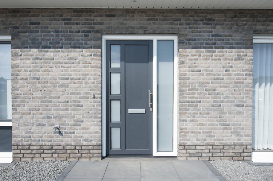 Nieuwbouw, kunststof kozijnen, kunststof voordeur, aluminium serre, zonwering, rolluiken in Vlijmen