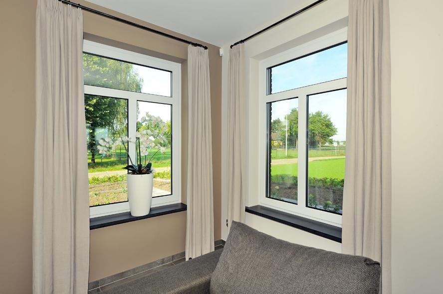Nieuwbouw, kunststof voordeur, kunststof kozijnen, kunststof achterdeur, aluminium lichtstraat en aluminium vouwwand in Panningen (14)