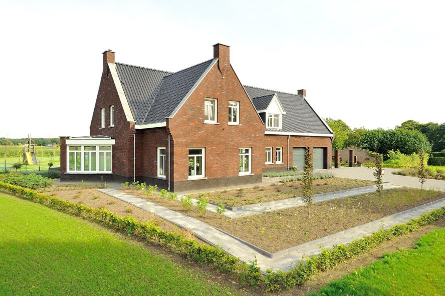 Nieuwbouw, kunststof voordeur, kunststof kozijnen, kunststof achterdeur, aluminium lichtstraat en aluminium vouwwand in Panningen (2)
