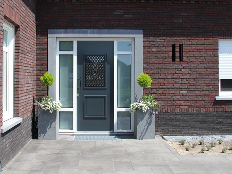 Nieuwbouw, kunststof voordeur, kunststof kozijnen, kunststof achterdeur, aluminium lichtstraat en aluminium vouwwand in Panningen (3)