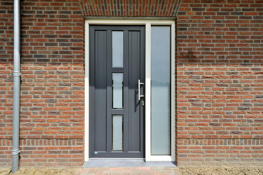 Nieuwbouw, kunststof voordeur, kunststof kozijnen, kunststof openslaande tuindeuren, kunststof achterdeur en horren in Grashoek (3)