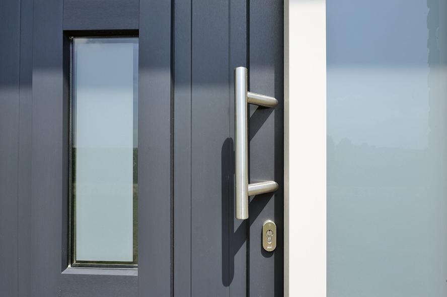 Nieuwbouw, kunststof voordeur, kunststof kozijnen, kunststof openslaande tuindeuren, kunststof achterdeur en horren in Grashoek (4)