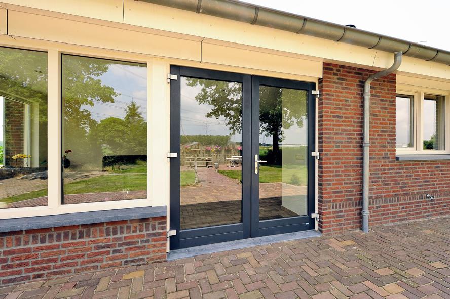 Nieuwbouw, kunststof voordeur, kunststof kozijnen, kunststof openslaande tuindeuren, kunststof achterdeur en horren in Grashoek (7)