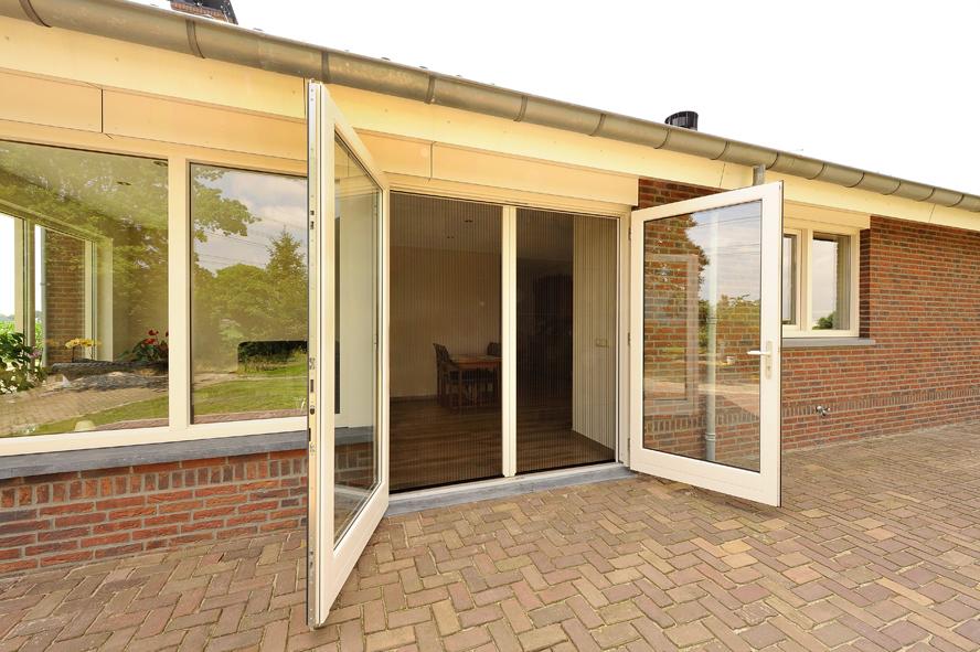 Nieuwbouw, kunststof voordeur, kunststof kozijnen, kunststof openslaande tuindeuren, kunststof achterdeur en horren in Grashoek (8)