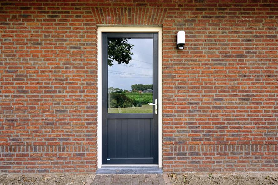Nieuwbouw, kunststof voordeur, kunststof kozijnen, kunststof openslaande tuindeuren, kunststof achterdeur en horren in Grashoek (9)