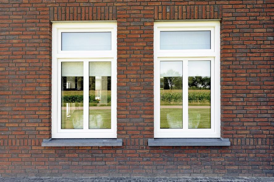 Nieuwbouw, kunststof voordeur, kunststof kozijnen, schuifpui, kunststof achterdeur, rolluiken en garagedeur in Weert (3)