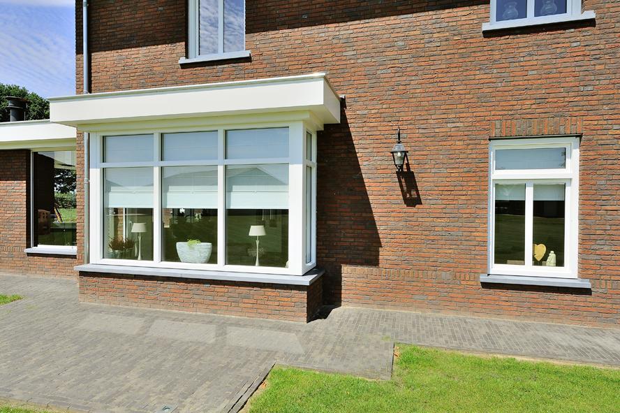 Nieuwbouw, kunststof voordeur, kunststof kozijnen, schuifpui, kunststof achterdeur, rolluiken en garagedeur in Weert (5)
