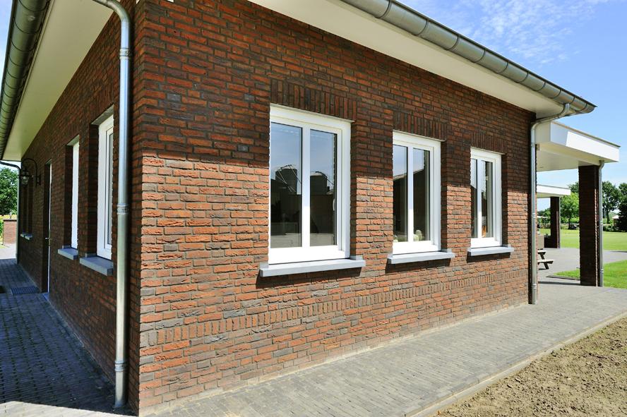 Nieuwbouw, kunststof voordeur, kunststof kozijnen, schuifpui, kunststof achterdeur, rolluiken en garagedeur in Weert (9)