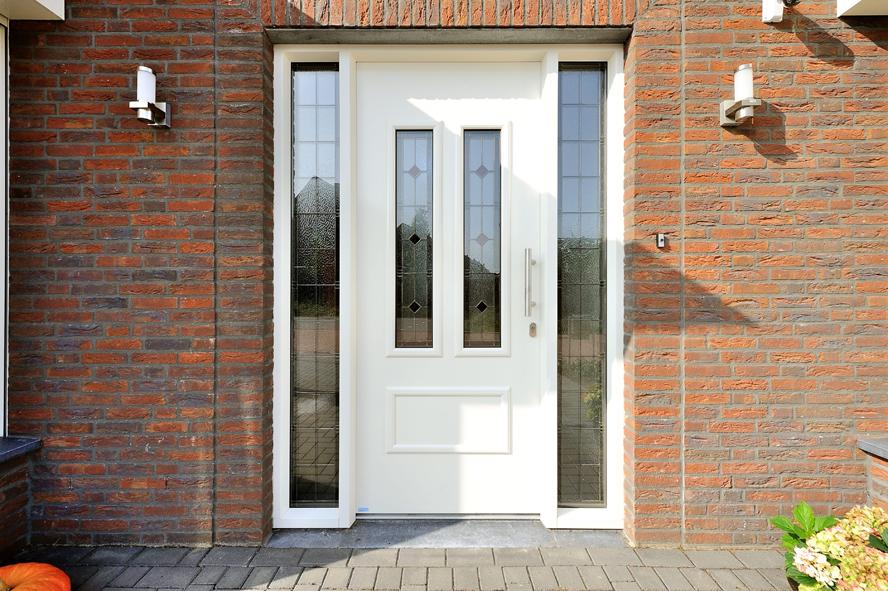 Nieuwbouw, kunststof voordeur, kunststof kozijnen, schuifpui, openslaande tuindeuren, aluminium lichtstraat, zonwering in Gastel (1)
