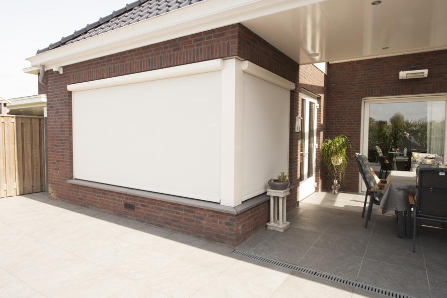 Nieuwbouw, kunststof voordeur, kunststof kozijnen, schuifpui, openslaande tuindeuren, aluminium lichtstraat, zonwering in Gastel (10)