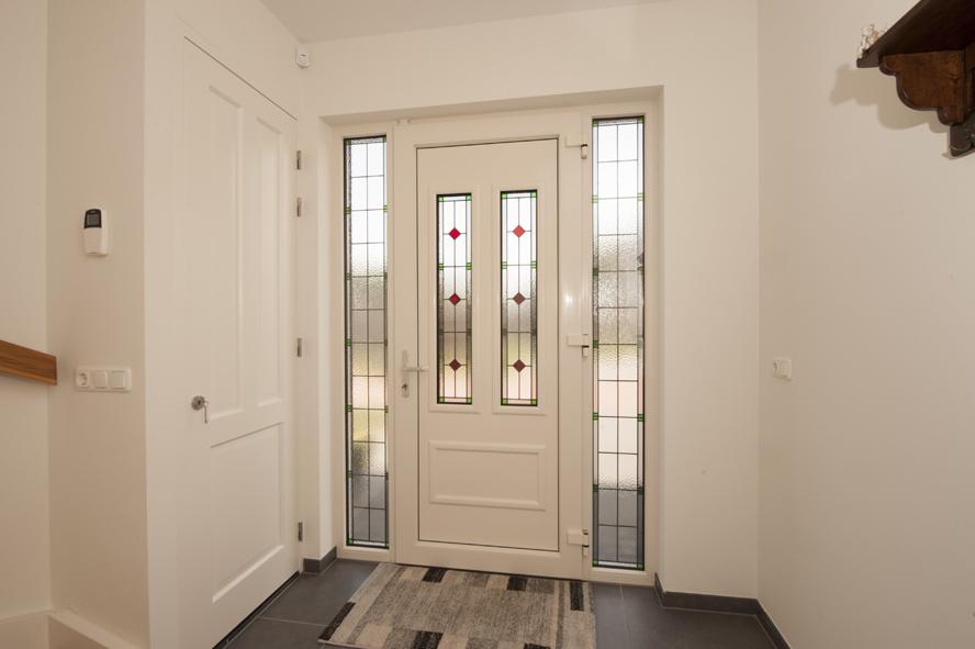 Nieuwbouw, kunststof voordeur, kunststof kozijnen, schuifpui, openslaande tuindeuren, aluminium lichtstraat, zonwering in Gastel (11)