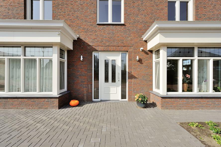 Nieuwbouw, kunststof voordeur, kunststof kozijnen, schuifpui, openslaande tuindeuren, aluminium lichtstraat, zonwering in Gastel (13)