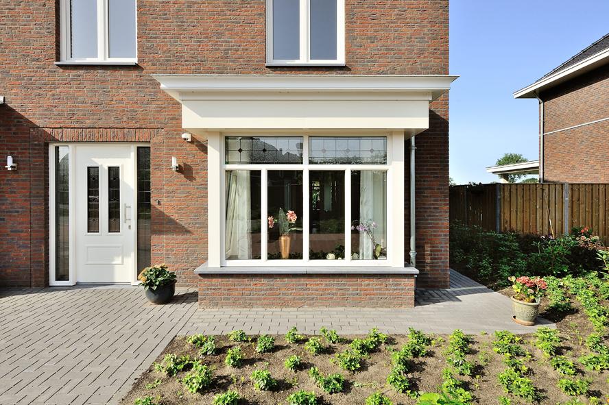 Nieuwbouw, kunststof voordeur, kunststof kozijnen, schuifpui, openslaande tuindeuren, aluminium lichtstraat, zonwering in Gastel (2)