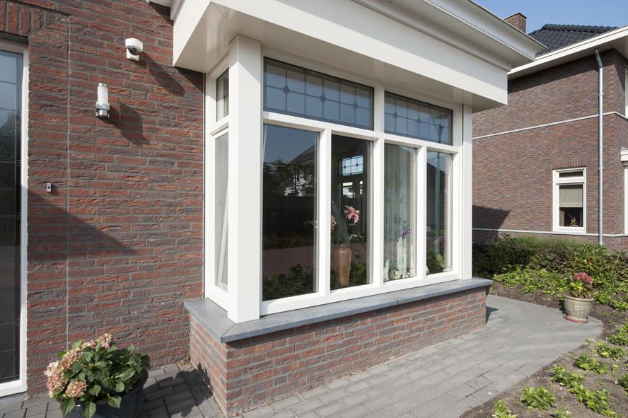Nieuwbouw, kunststof voordeur, kunststof kozijnen, schuifpui, openslaande tuindeuren, aluminium lichtstraat, zonwering in Gastel (4)