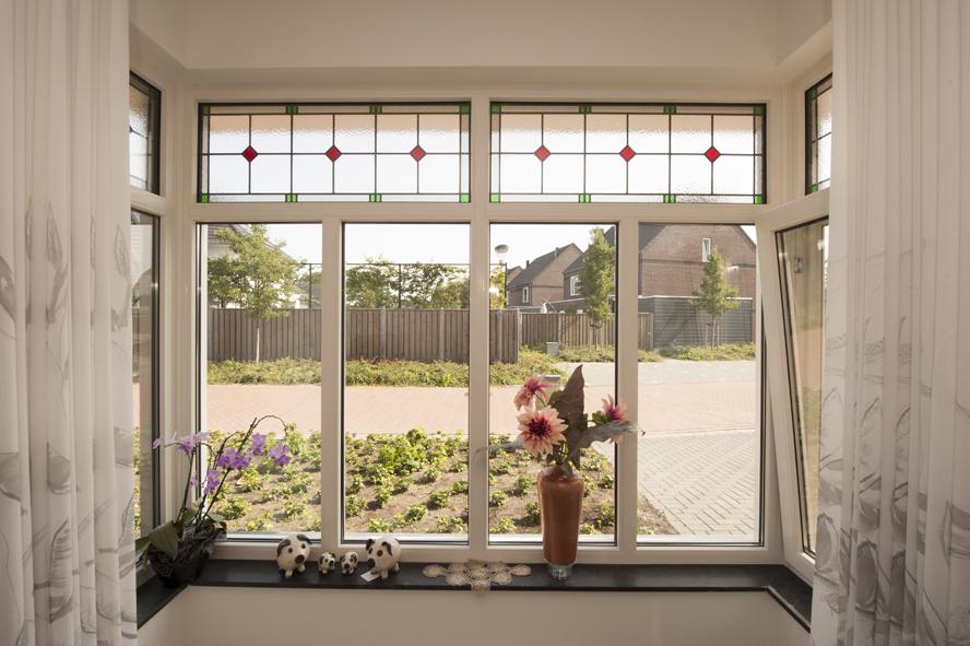 Nieuwbouw, kunststof voordeur, kunststof kozijnen, schuifpui, openslaande tuindeuren, aluminium lichtstraat, zonwering in Gastel (5)