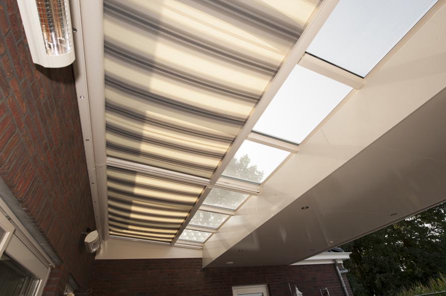 Nieuwbouw, kunststof voordeur, kunststof kozijnen, schuifpui, openslaande tuindeuren, aluminium lichtstraat, zonwering in Gastel (6)
