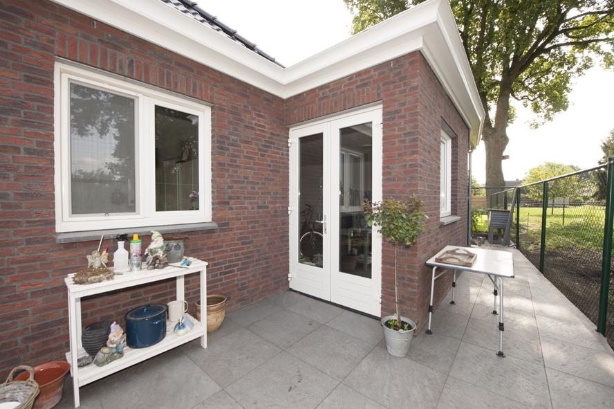 Nieuwbouw, kunststof voordeur, kunststof kozijnen, schuifpui, openslaande tuindeuren, aluminium lichtstraat, zonwering in Gastel (8)
