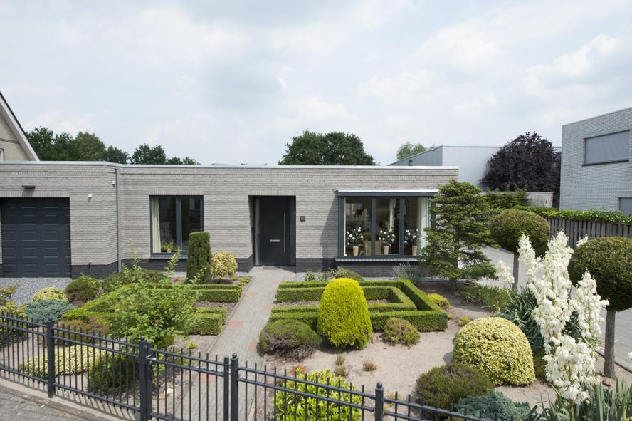 Renovatie, aluminium voordeur en aluminium kozijnen in Helmond (1)