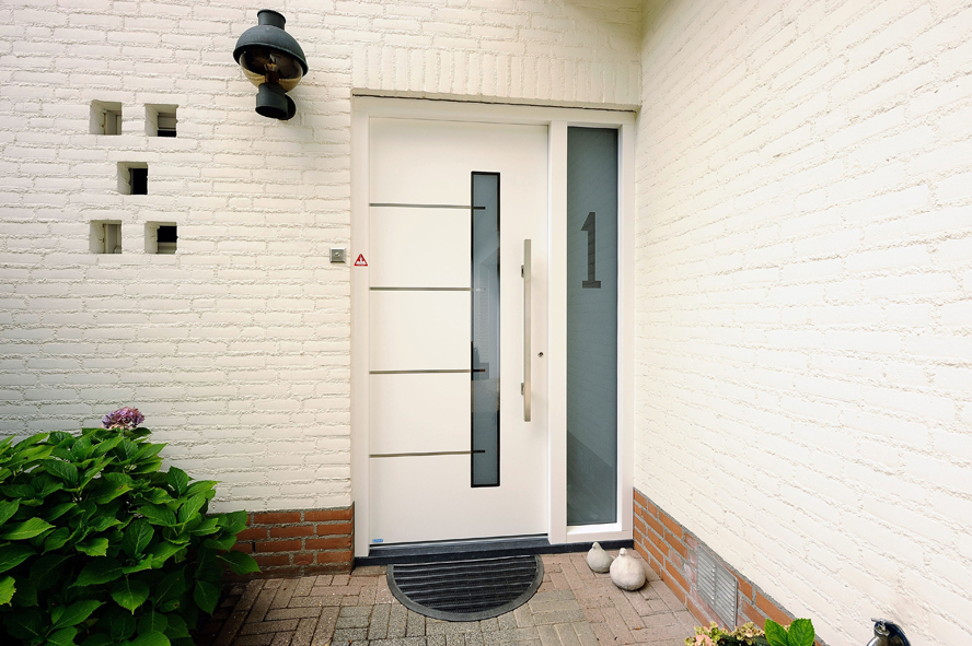 Renovatie, aluminium voordeur, kunststof kozijnen, hefschuifdeur en horren in Maarheeze (2)