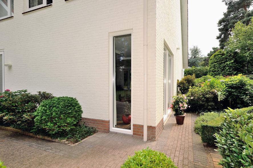 Renovatie, aluminium voordeur, kunststof kozijnen, hefschuifdeur en horren in Maarheeze (6)