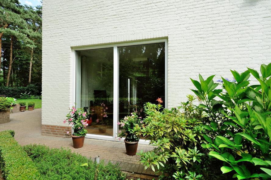 Renovatie, aluminium voordeur, kunststof kozijnen, hefschuifdeur en horren in Maarheeze (7)