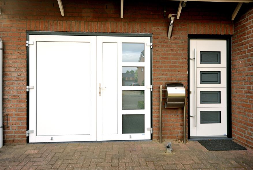 Renovatie, aluminium voordeur, kunststof kozijnen, kunststof achterdeur en garagedeur in Belfeld (2)