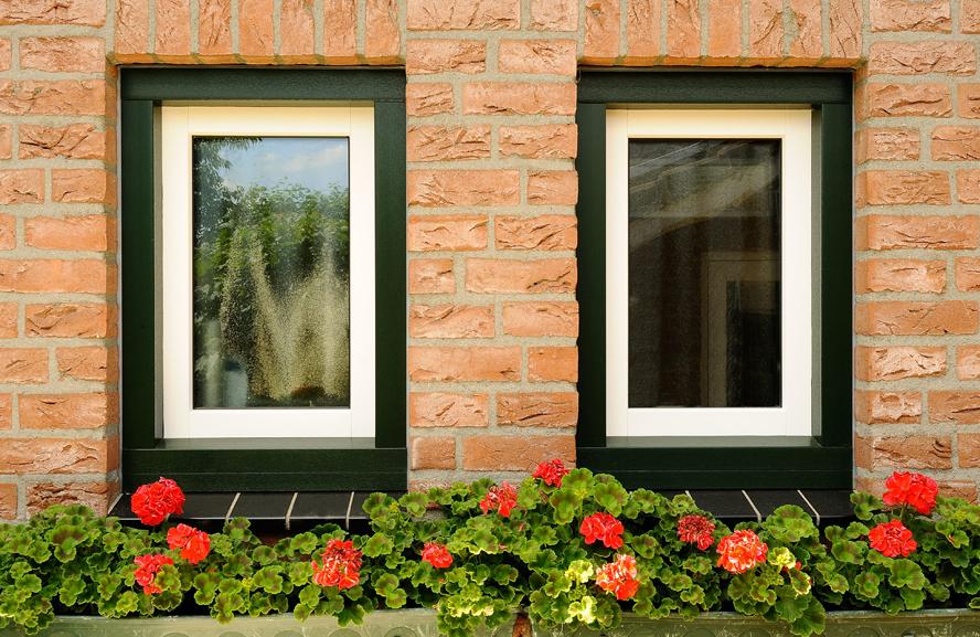 Renovatie, aluminium voordeur, kunststof kozijnen, kunststof achterdeur en garagedeur in Belfeld (5)