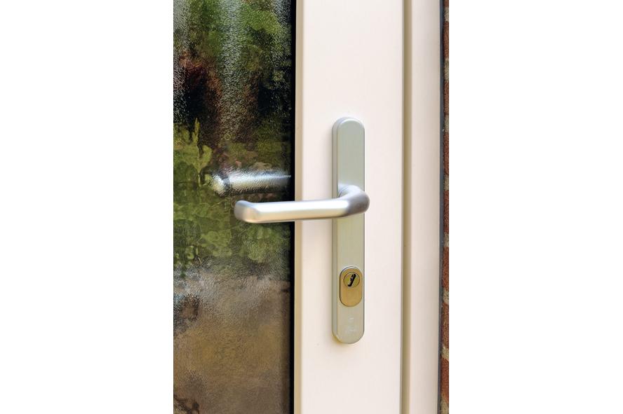 Renovatie, kunststof kozijnen, aluminium voordeur, kunststof achterdeur, horren en rolluiken in Venlo (3)