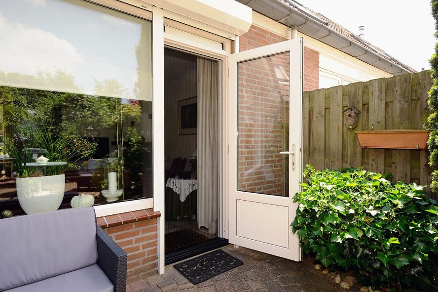 Renovatie, kunststof kozijnen, aluminium voordeur, kunststof achterdeur, horren en rolluiken in Venlo (4)