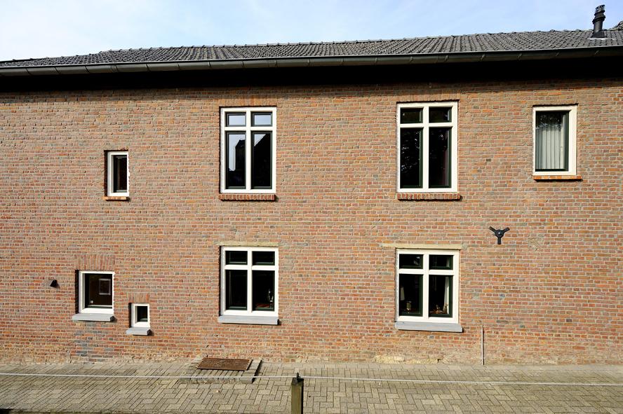Renovatie, kunststof kozijnen en kunststof achterdeur in Ransdaal (3)