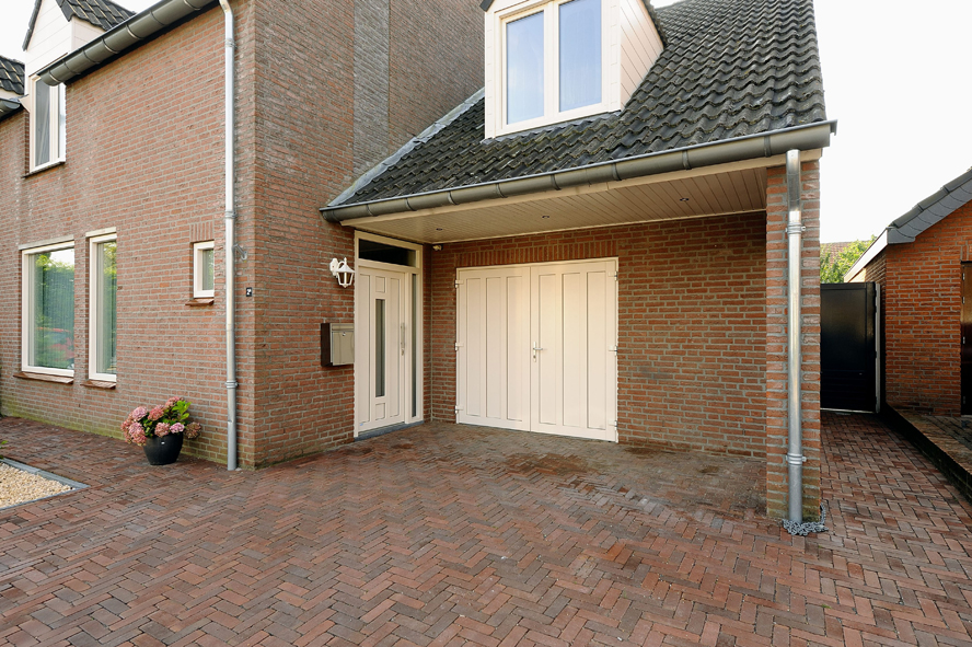 Renovatie, kunststof voordeur en garagedeur in Weert (3)