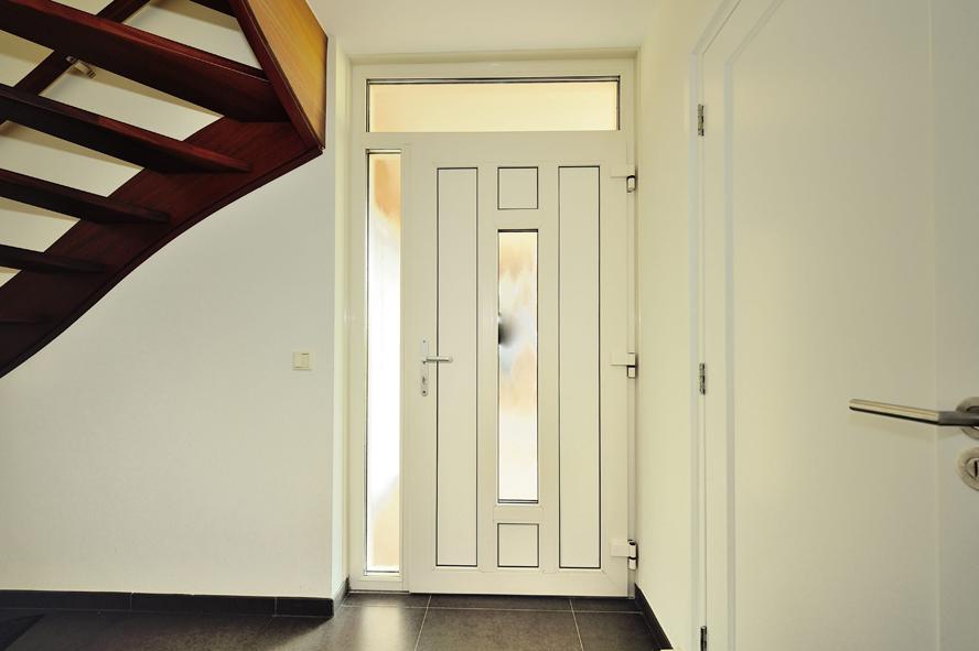 Renovatie, kunststof voordeur en garagedeur in Weert (5)